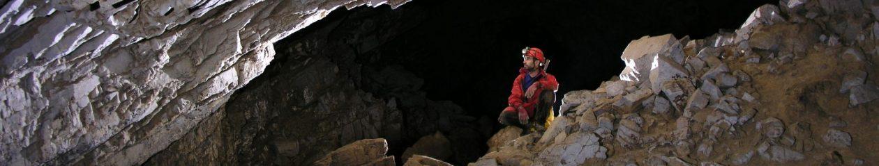 Cuevas y Tragaderos de Perú y Bolivia